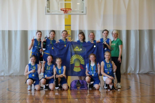Estijoje Plungės krepšininkai iškovojo aukso ir sidabro medalius