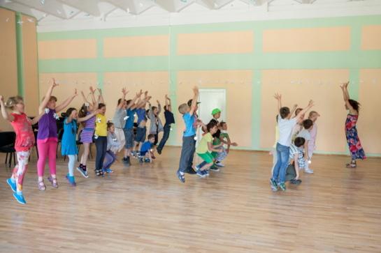Visą vasarą galima sportuoti sostinės mokyklų sporto salėse