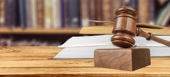 Iš pareigų atleistas teisėjo papirkimu įtariamas prokuroras