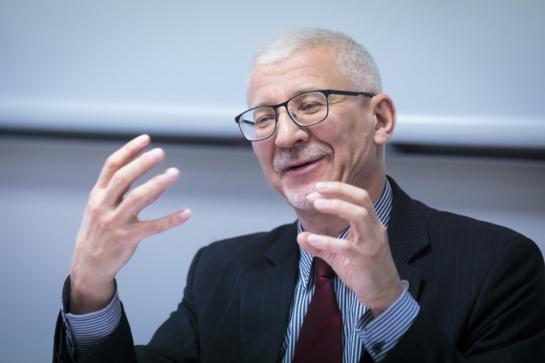Dr. B. Gruževskis: ilgalaikiai bedarbiai - ne tinginiai, iki 60 proc. jų galima grąžinti į rinką