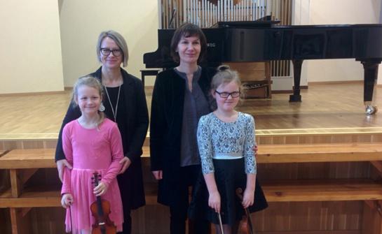 Laureatų diplomai – Panevėžio rajono muzikos mokyklos stygininkių rankose