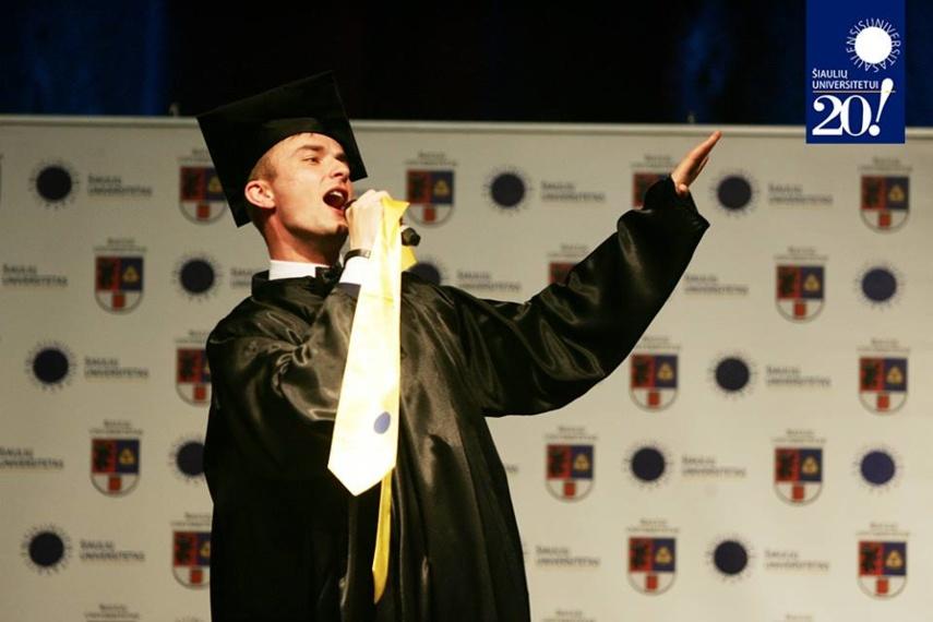 Įteikti Šiaulių universiteto diplomai