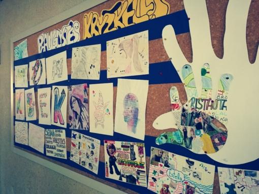"""""""Paauglystės kryžkelės"""": mokinių darbų paroda"""