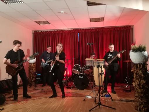 """ŠUG gitaros studija """"In-white"""" dalyvavo jaunimo muzikos grupių festivalyje"""