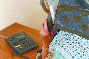 Sukčiai telefonu mezga ilgus pokalbius