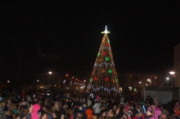 Švenčių laukimui duotas startas – įžiebta Kalėdų eglė (FOTO)