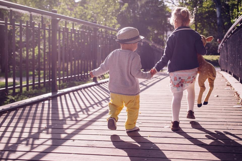 Sveikatos specialistė: senelių pasivaikščiojimai parkuose su anūkais – žaidimas su ugnimi