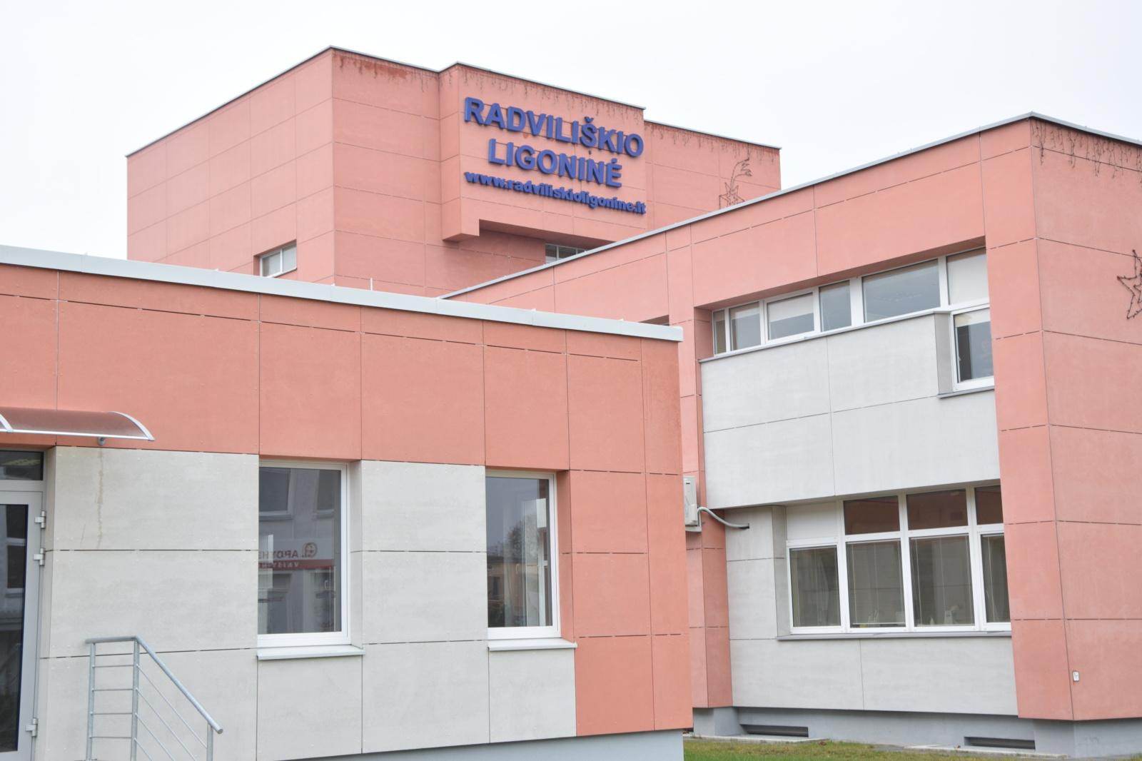 Grėsmingu COVID-19 židiniu buvusi Radviliškio ligoninė atnaujina veiklą