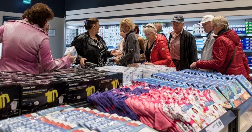 Pirmąją Naujųjų metų dieną keičiasi įprastas didžiųjų prekybos centrų darbo laikas