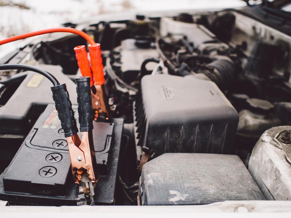Ekspertas: tarp vairuotojų sklando daugybė mitų apie variklio alyvą