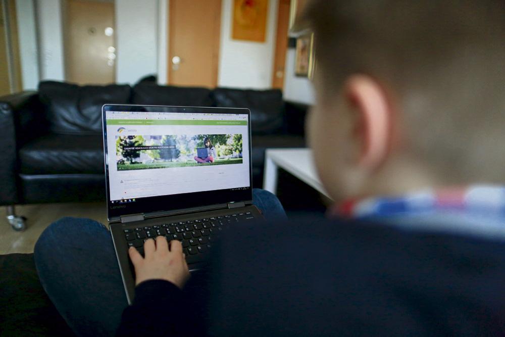 Mokymui prasidėjus nuotoliniu būdu, apkrovos neatlaikė elektroninės mokymosi platformos