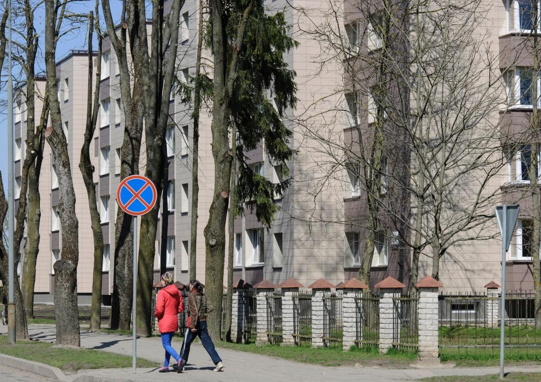 Viešose erdvėse ir parkuose nebegalima vaikščioti daugiau nei dviem asmenims