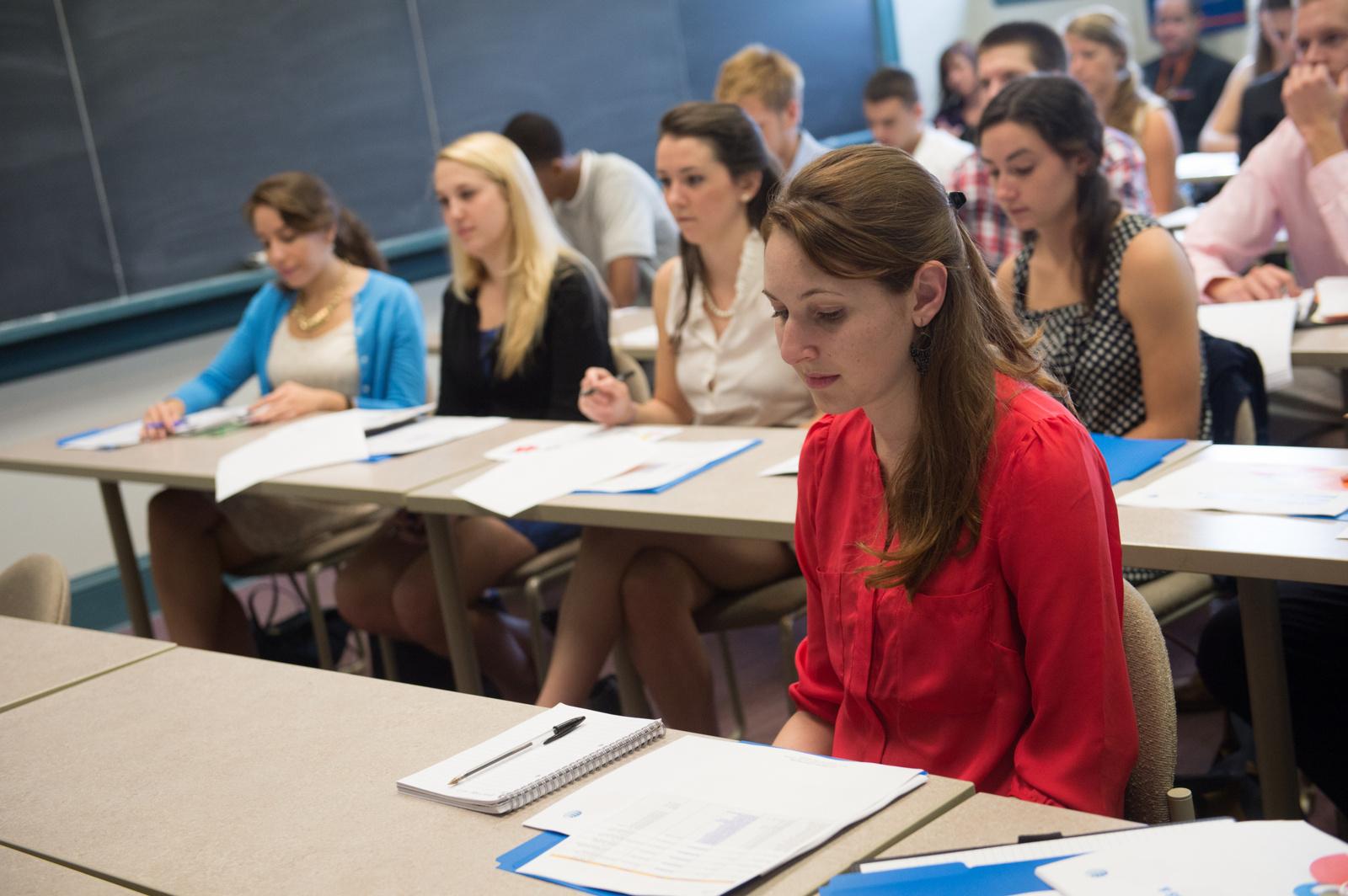 Ministerija universitetus skatins už aukštesnio stojamojo balo laikymąsi