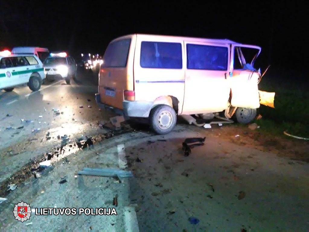 Po avarijos sužeistas vairuotojas mirė greitosios automobilyje