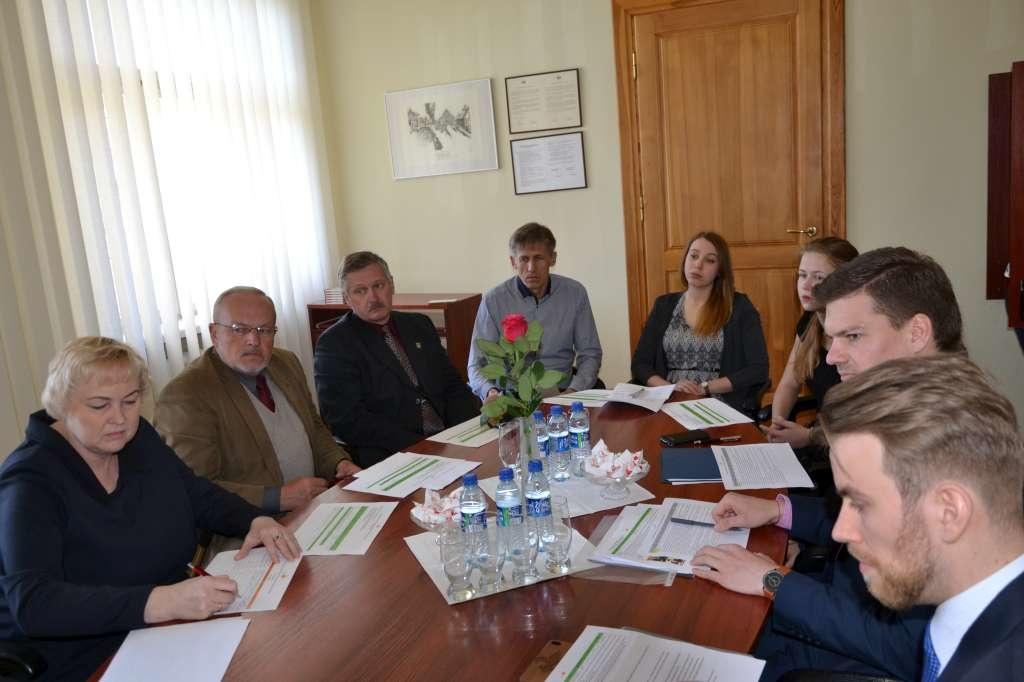 Apie jaunimo problemas kalbėta su viceministru
