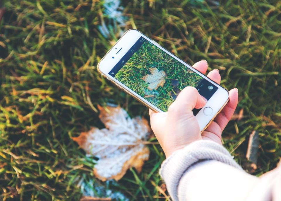 Jaunimas dažniau naršo mobiliaisiais telefonais, aktyviausias laikas – vakare