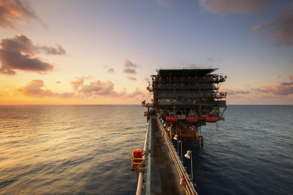 Nafta pinga, investuotojai nerimauja dėl pasiūlos pertekliaus augimo