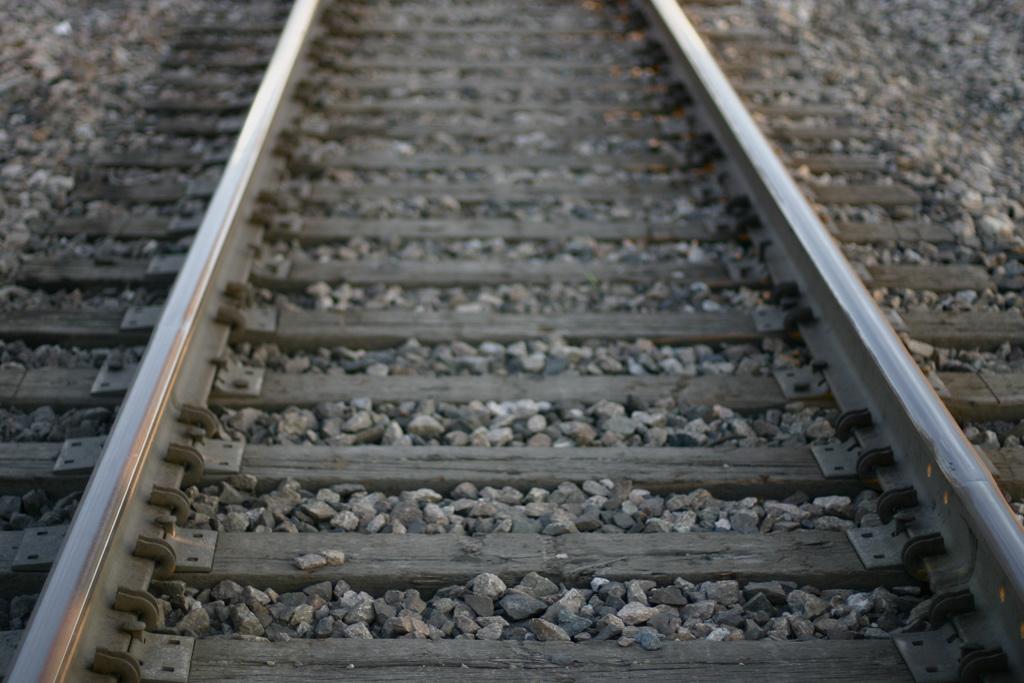 Krovininis traukinys mirtinai sužalojo žmogų