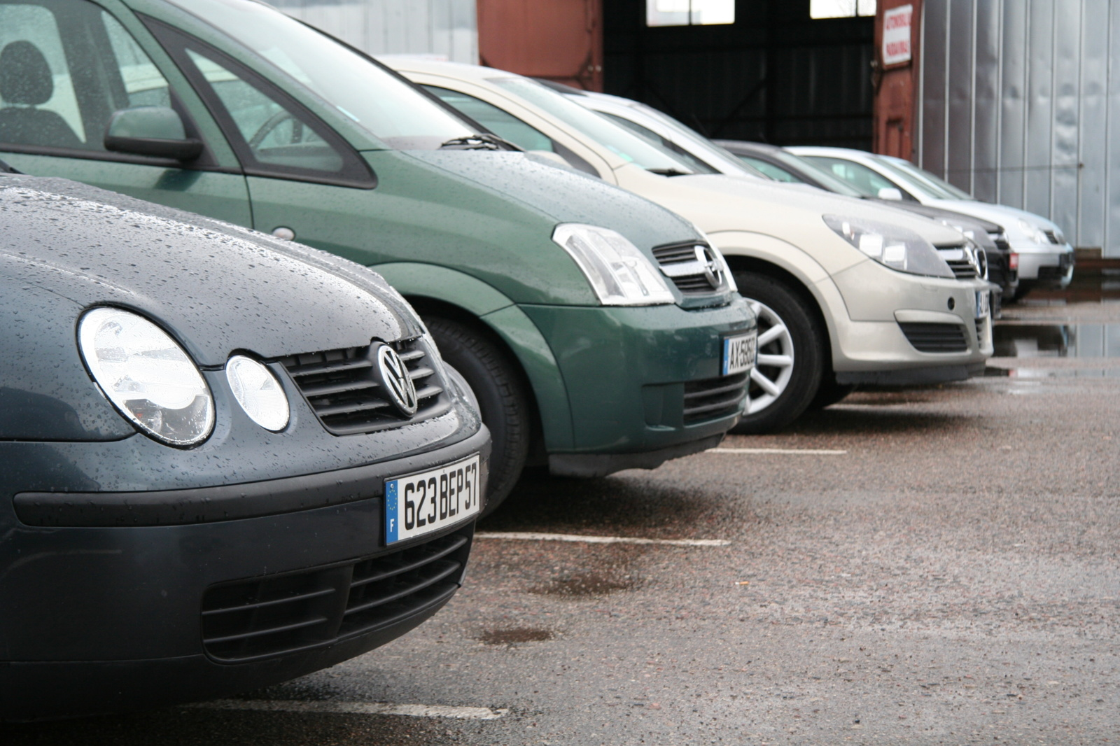 Patikrinimas: kas devintas į šalį įvežamas automobilis turės būti sunaikintas