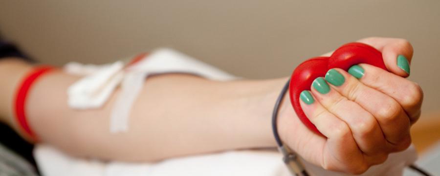 Prancūzijoje mirčių nuo koronaviruso skaičius viršijo 1300, JAV užsikrėtusiųjų padaugėjo iki 60 tūkst.