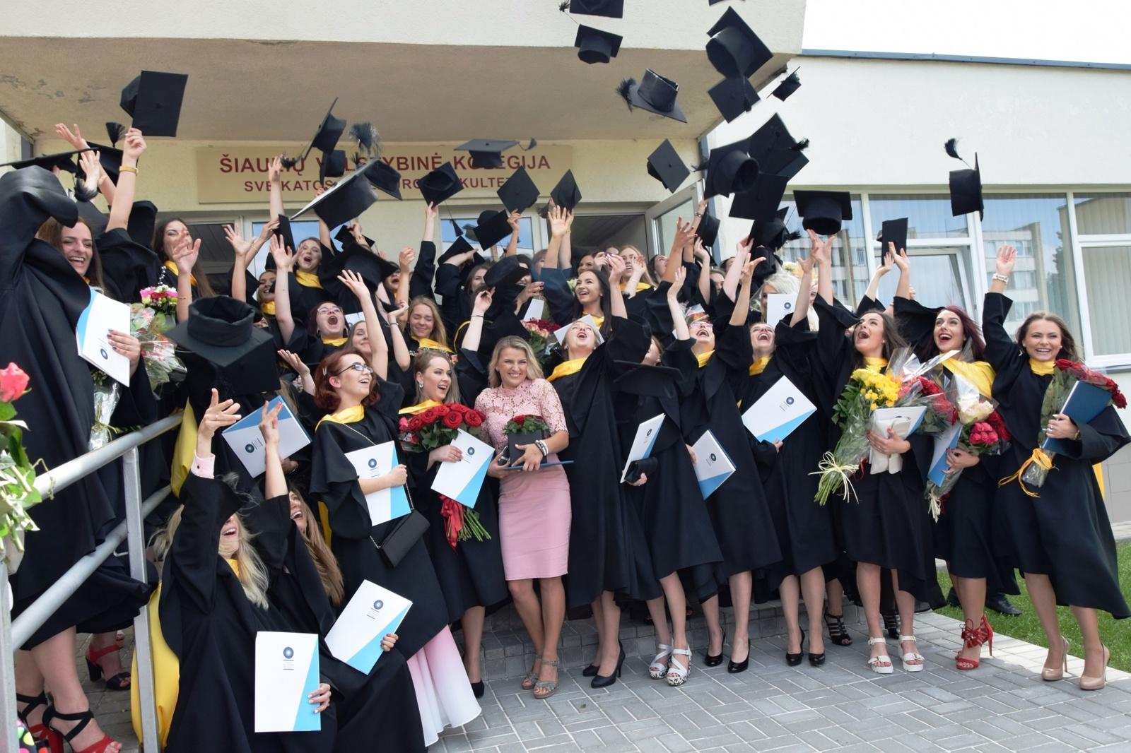 Diplomus gaus beveik 700 kolegijos studentų