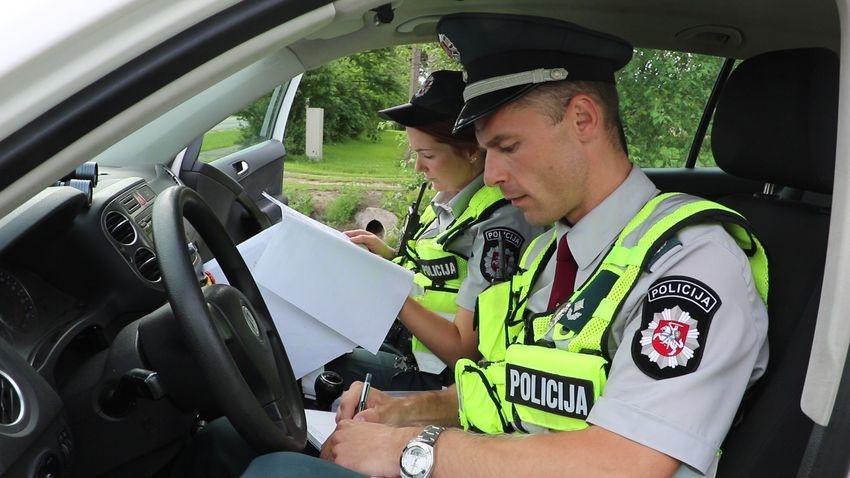 Kelių policija: atėjo laikas keisti vairuotojų įpročius