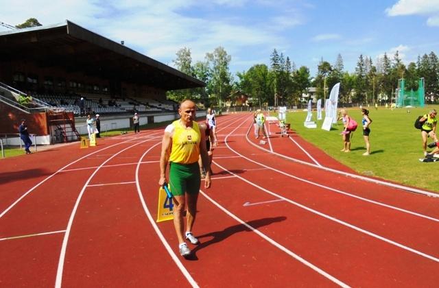 Lengvaatlečiui G. Varanauskui - Europos veteranų čempionato auksas, o S. Svilainiui - bronza