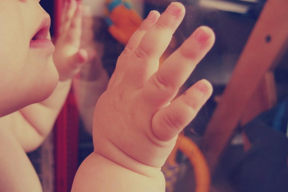 Skyrybų atveju kilus ginčui dėl vaikų jie gyventų pas abu tėvus paeiliui?