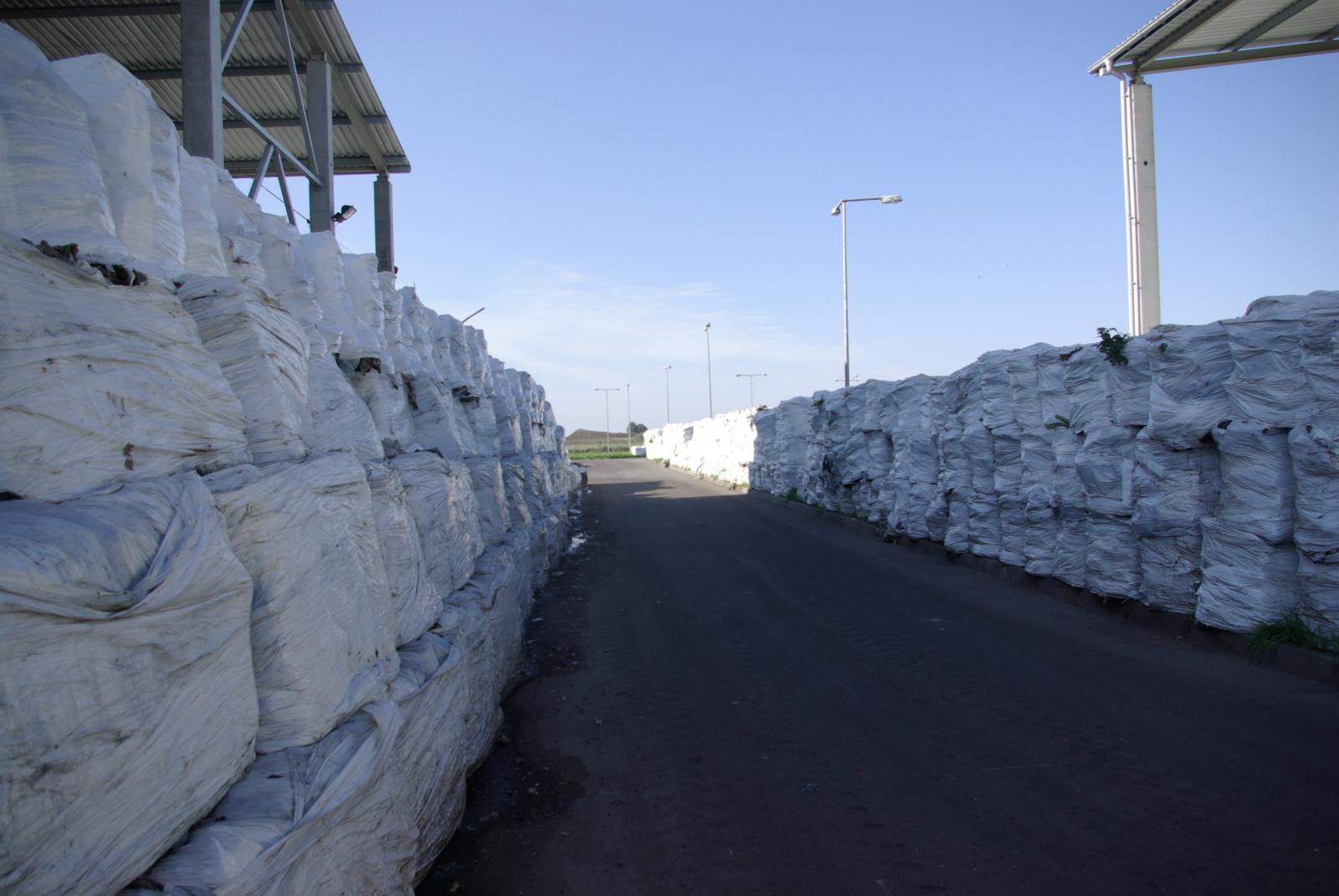 Marijampolei gresia ekologinė katastrofa: susikaupė virš 6 tūkst. tonų degių atliekų