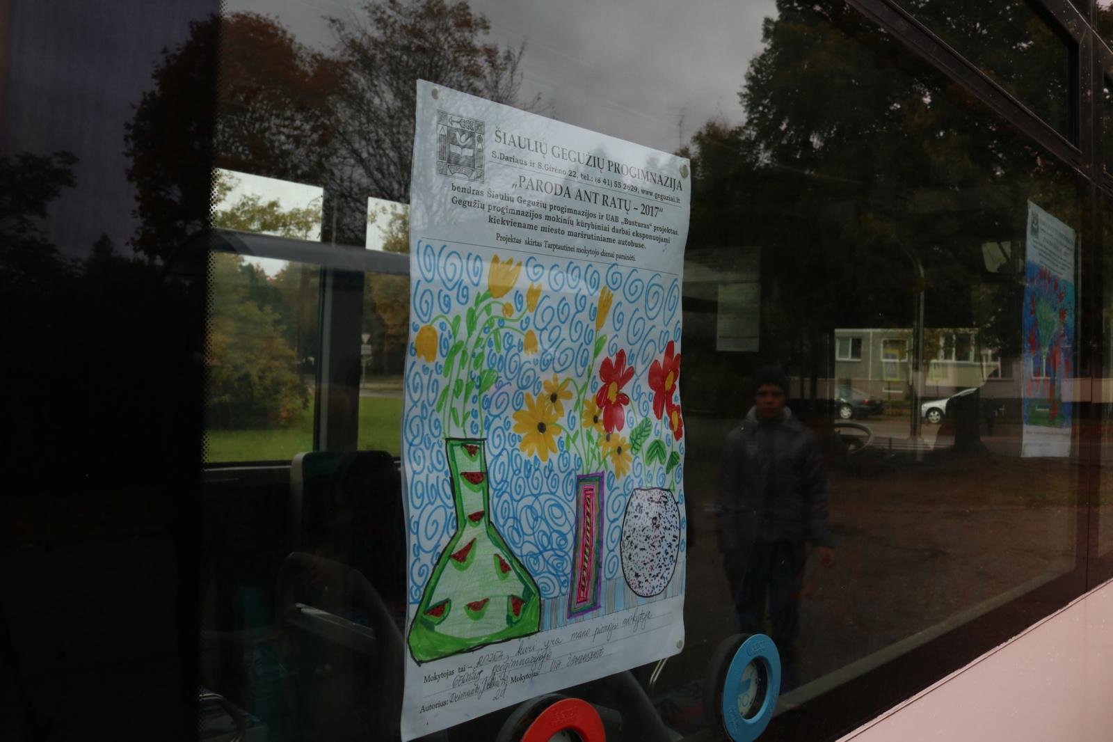 Šiaulių miesto autobusus vėl puošia moksleivių piešiniai (VIDEO)