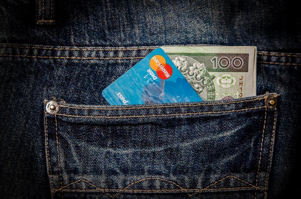 Iš moters parduotuvėje pavogė piniginę