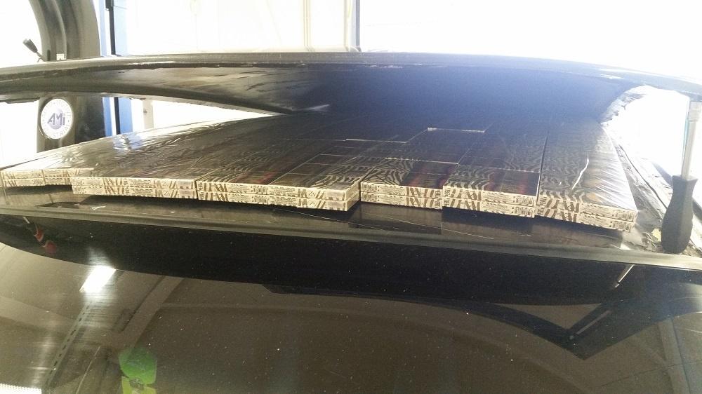 Viename automobilyje kontrabanda buvo stoge, kitame - slenksčiuose