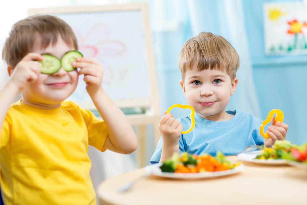 Priešmokyklinukai ir pirmokai mokyklose pietaus nemokamai