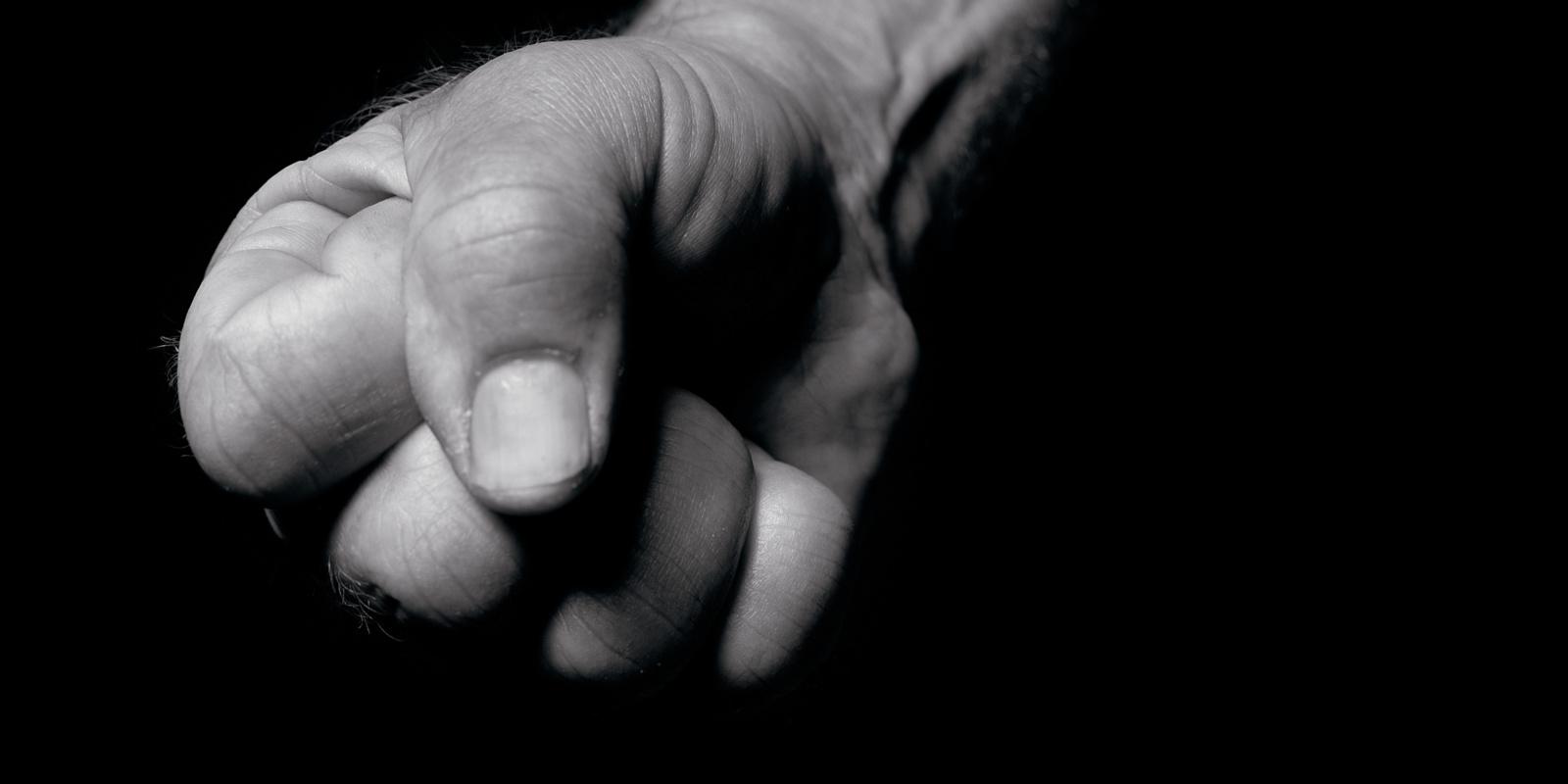 Panevėžyje sugyventinis kumščiu trenkė moters mažametei