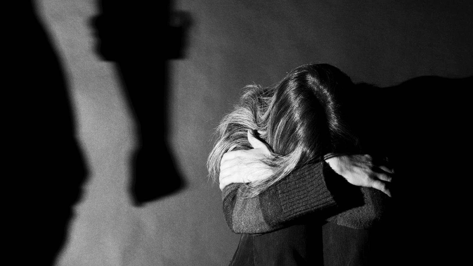 Neblaivi Kelmės rajono gyventoja vaikus tampė už plaukų, klupdė ant žemės