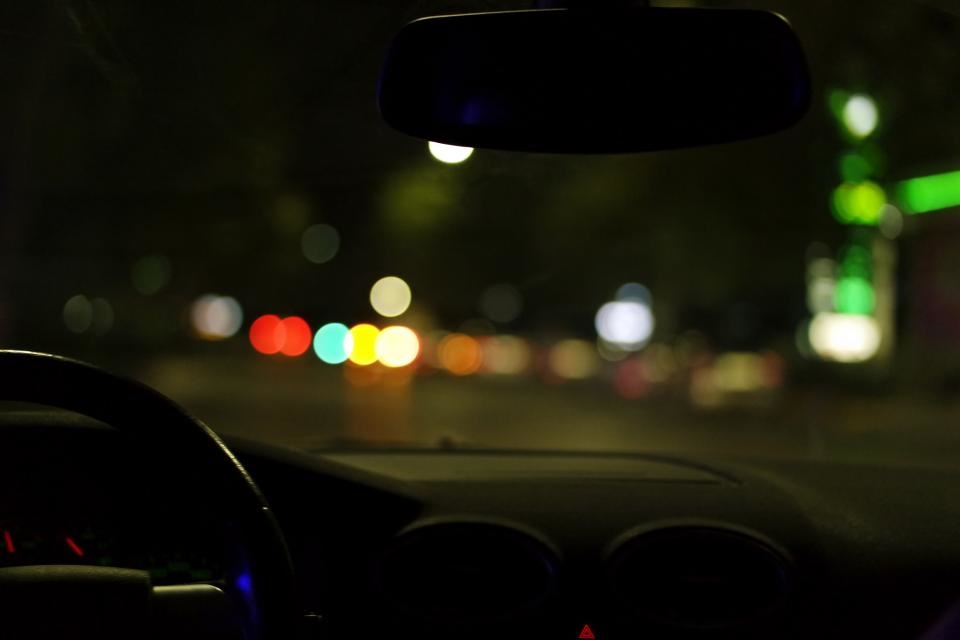 Naktį eismo sąlygas sunkins plikledis ir rūkas