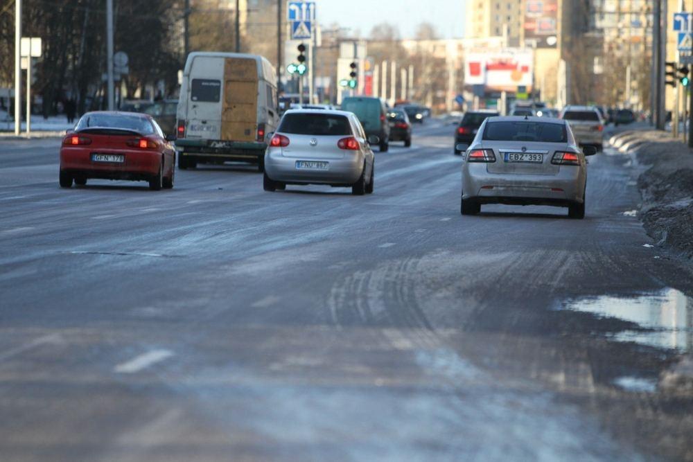 Vyriausybė pritarė automobilių taršos mokesčiui