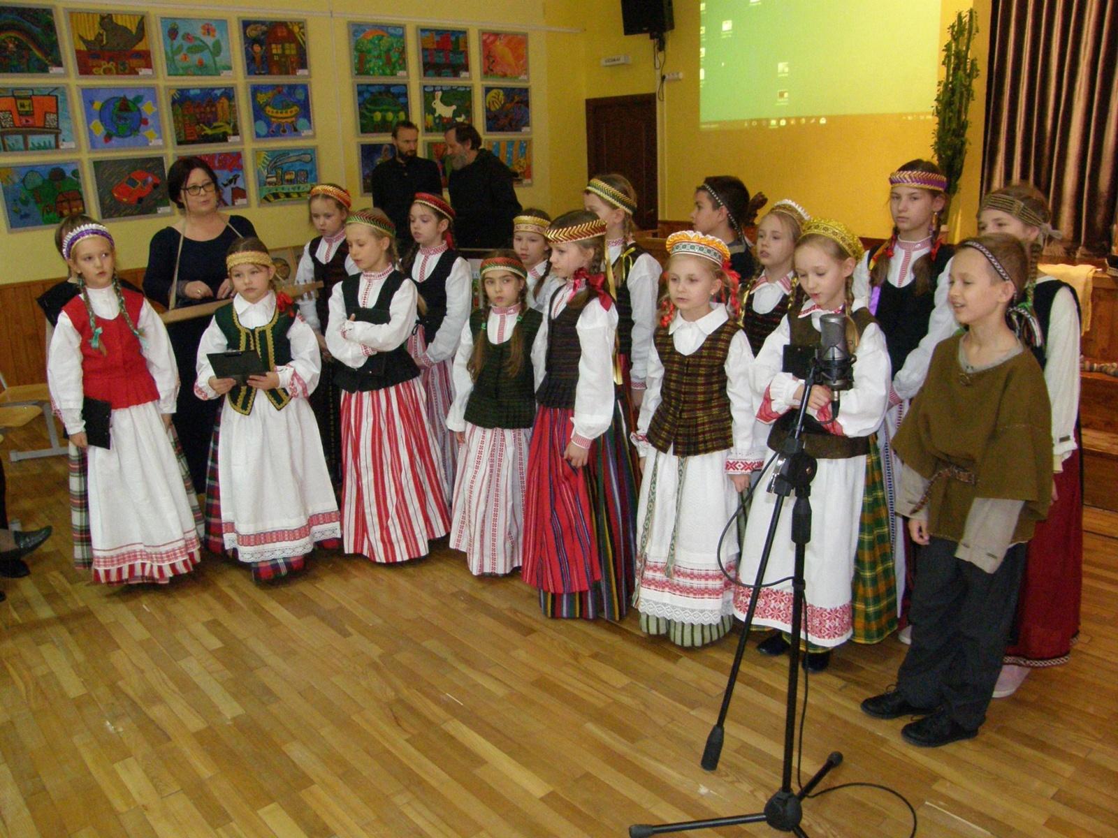 Šiaulių Gegužių progimnazija priminė nuo žilos senovės minimą šventę (vaizdo medžiaga)