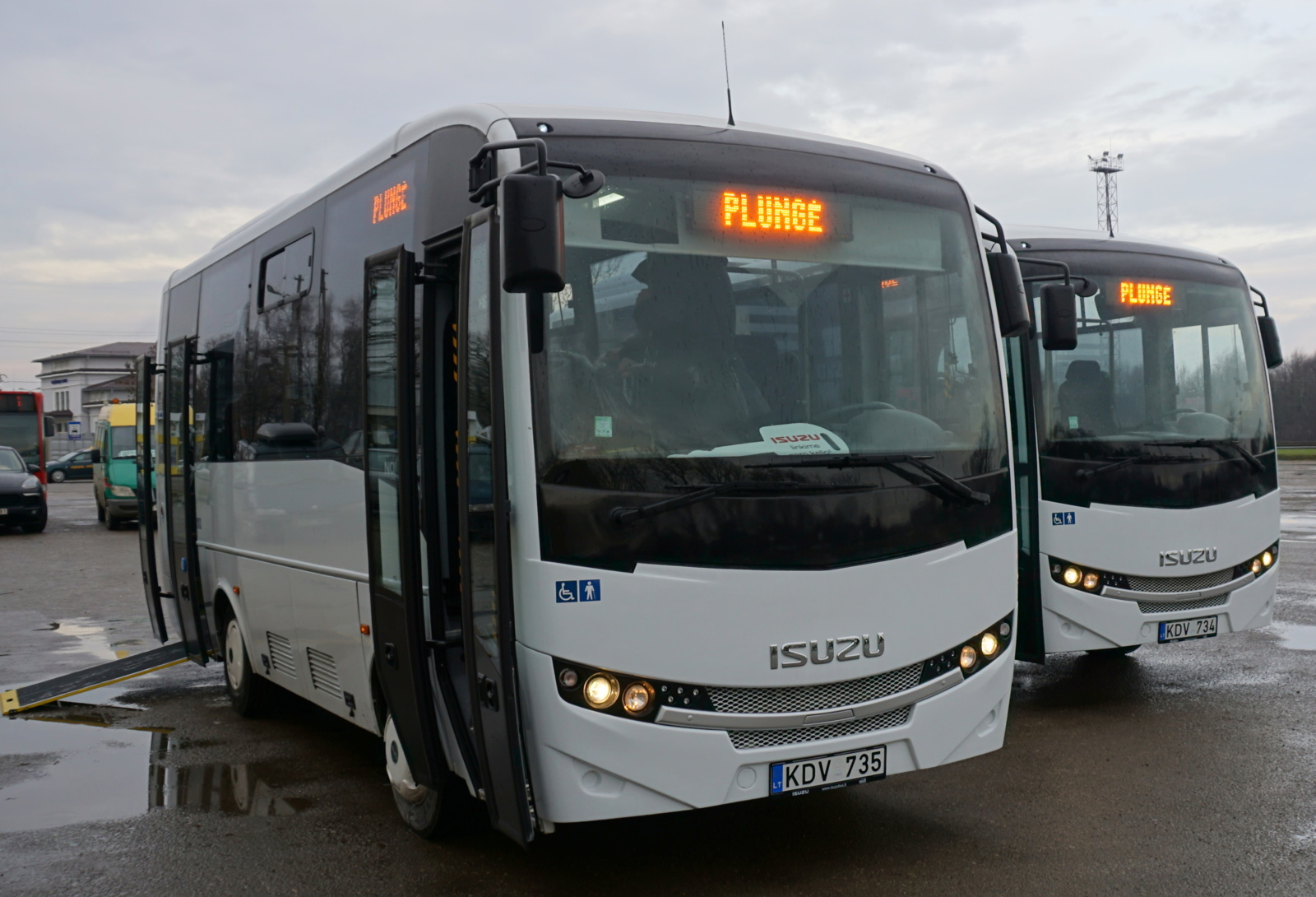 Plungės autobusų parke – dar du nauji ISUZU markės autobusai (FOTO)
