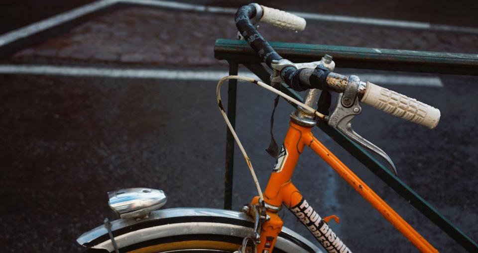 Pasvalio rajone krovininis automobilis kliudė dviračiu važiavusią moterį