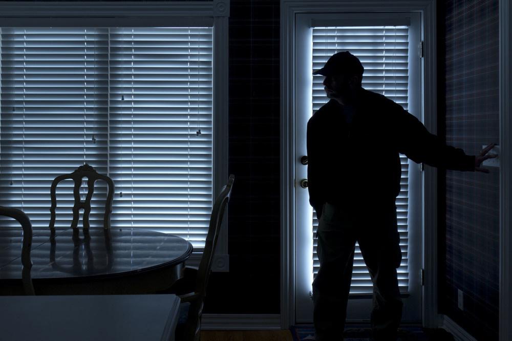 Iš namų dingo juvelyriniai dirbiniai ir dešimt tūkstančių eurų