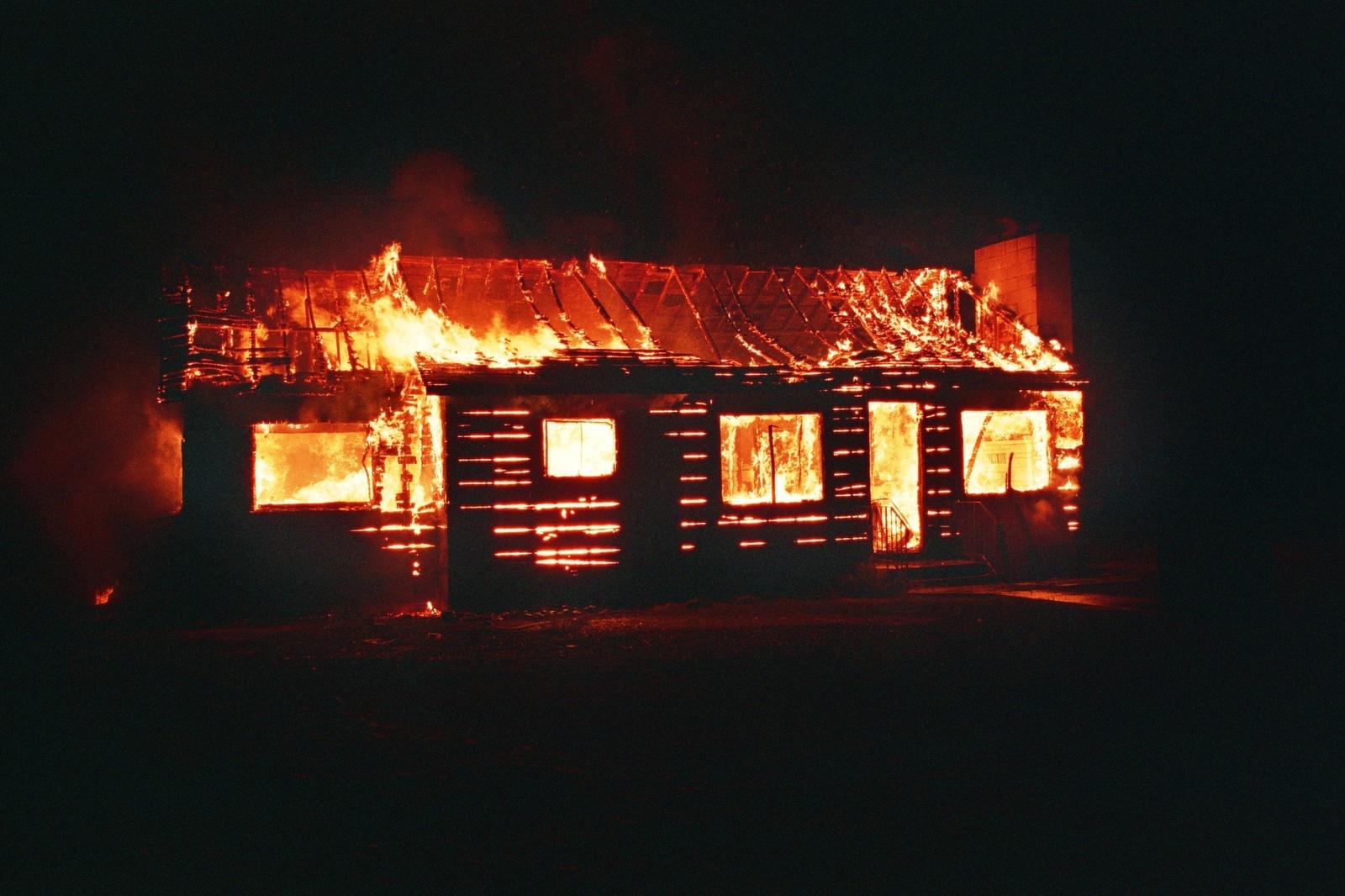 Alytaus rajone degė namas