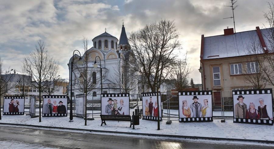 Ukmergėje Vienuolyno gatvę papuošė ilgiausia tautinė fotografija
