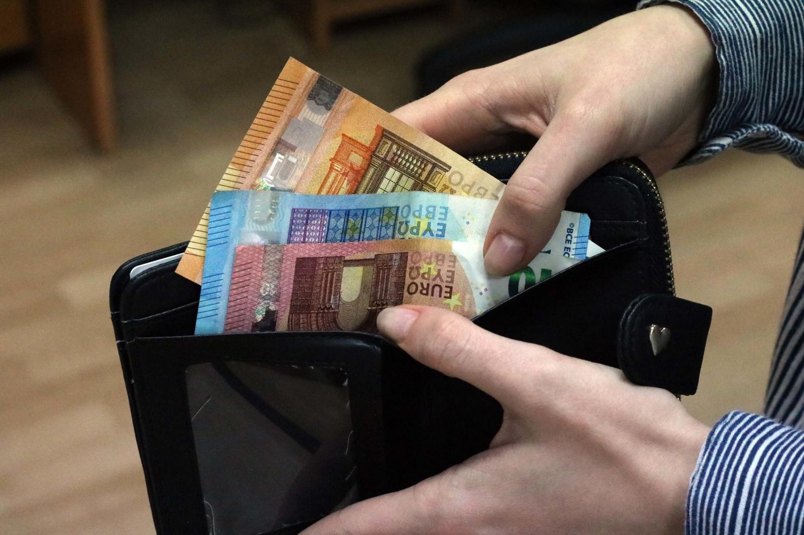 Šiauliuose iš kioskelio pagrobta moters piniginė rasta turgavietėje