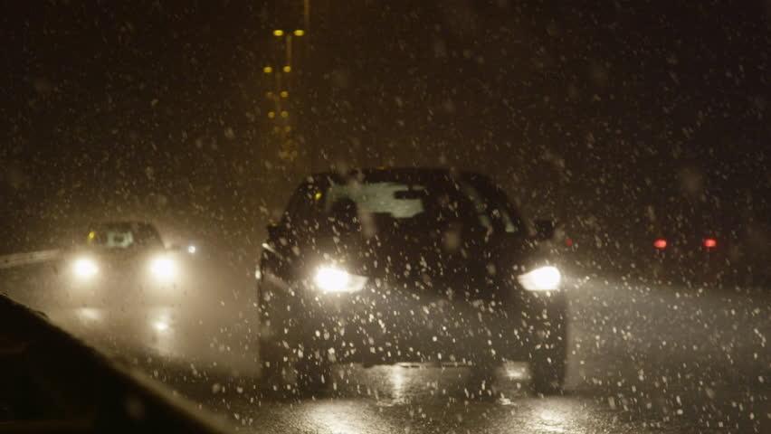 Naktį eismo sąlygas sunkins lietus ir lijundra