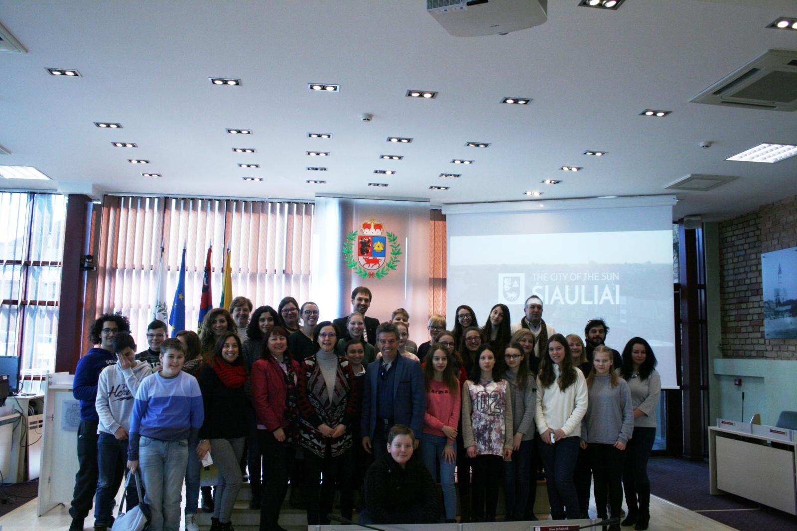 """Erasmus+ bendrojo ugdymo sektoriaus strateginės partnerystės projektas  """"Wonderful World of Words"""" """"Rasos"""" progimnazijoje"""
