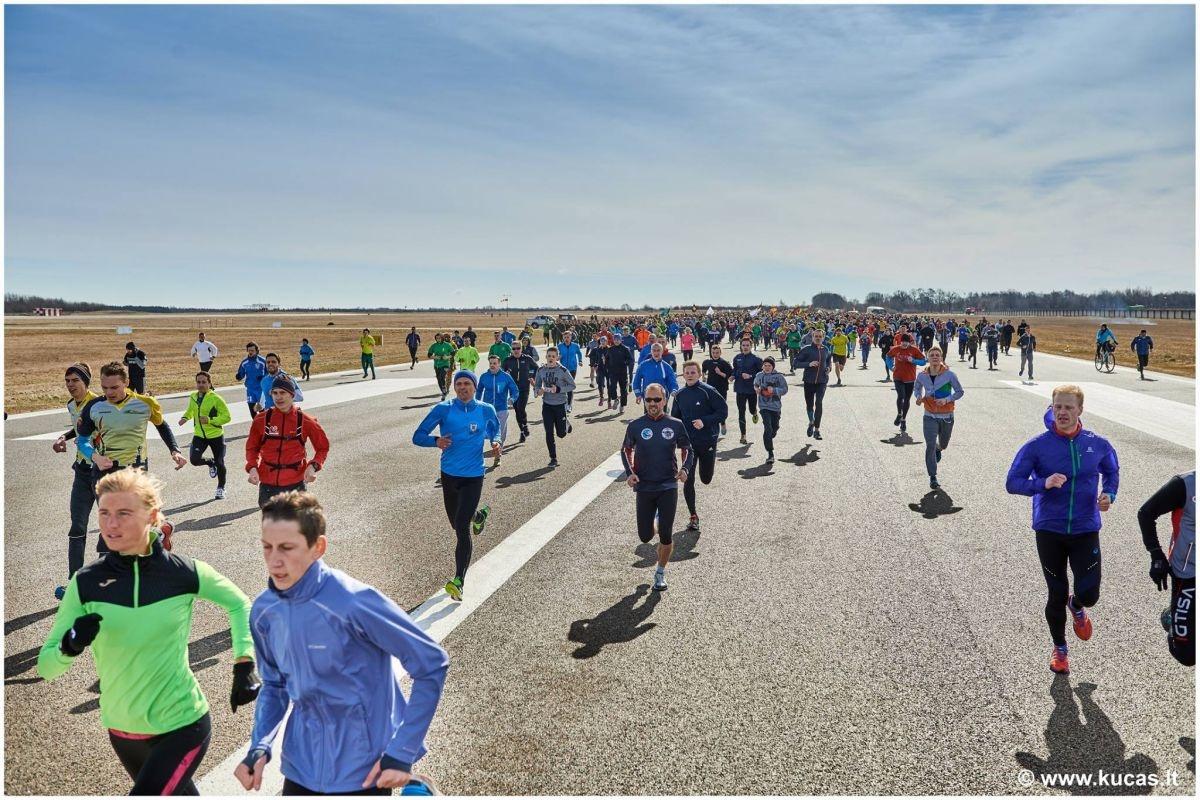 "Kilk kartu su naikintuvais ""Runway Run 2018"" bėgime"