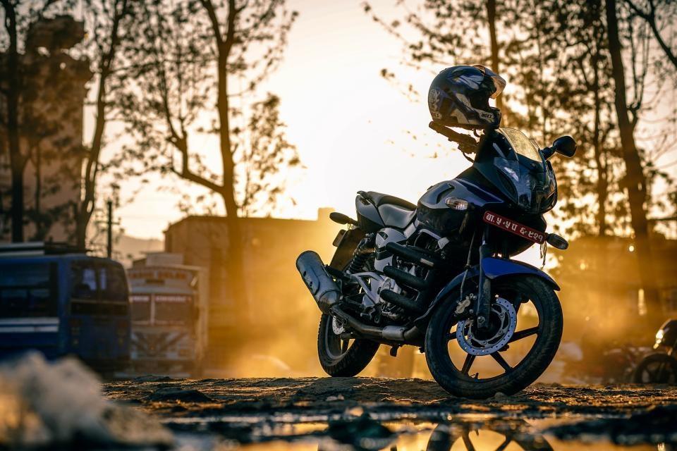 Nemenčinės plente susidūrė motociklas ir automobilis