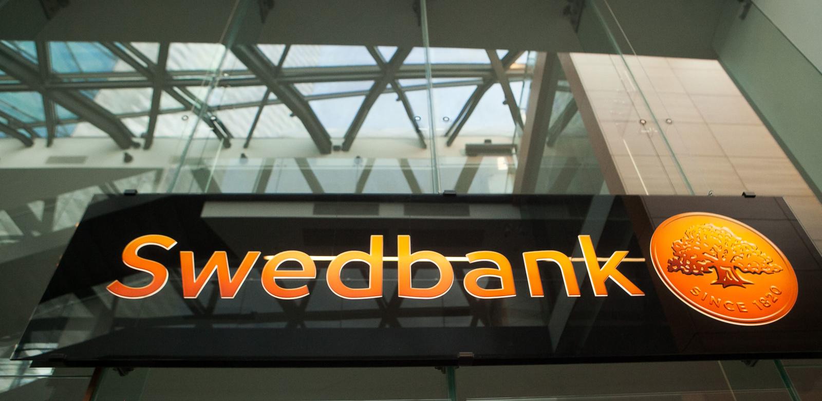"""Sukčiai ir vėl nusitaikė į """"Swedbank"""" – klientams siunčia kenkėjiškus laiškus"""