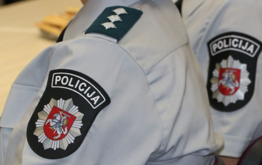 Kuršėnuose dėl narkotikų sulaikomas vaikinas pasipriešino pareigūnams
